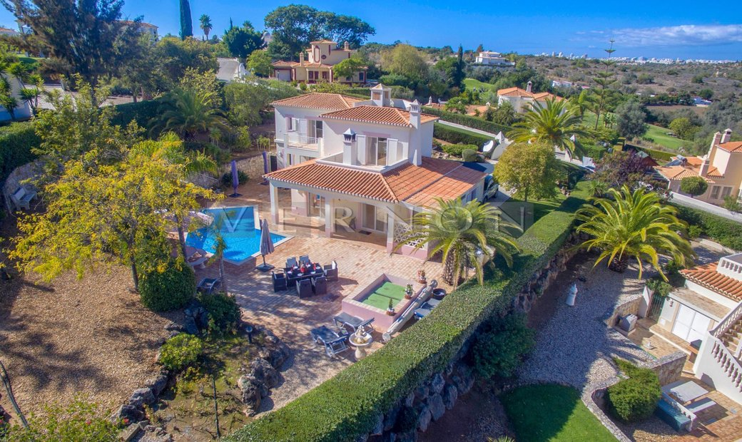 Algarve Carvoeiro for sale, 3 + 1 bedroom villa with garage and heated pool with golf views located