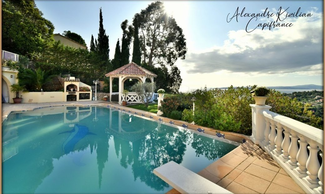 Dpt Var (83), for sale LES ISSAMBRES villa 6 rooms of 215 m² - Land of 1 240,00 m² with sea view