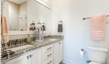 Charming House In Highland Parks Community With Amenities