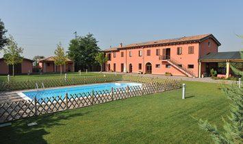 Villa en Emilia-Romaña, Italia 1