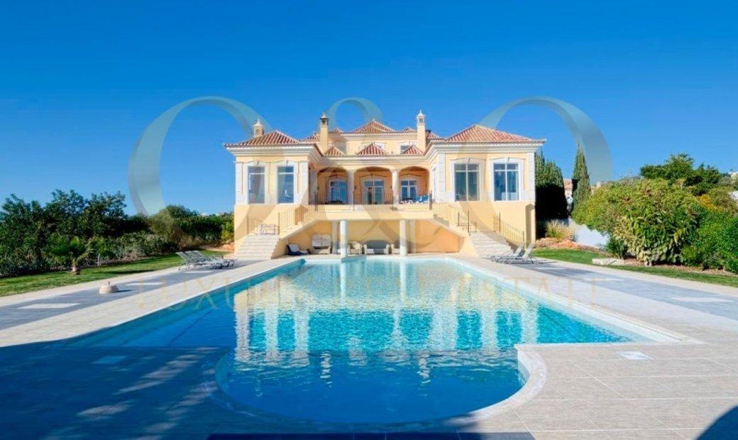 Luxury 5 bedroomed Villa