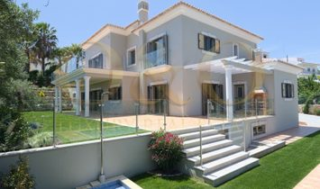 Villa for sale in the picturesque Algarvian countryside with splendid ocean views