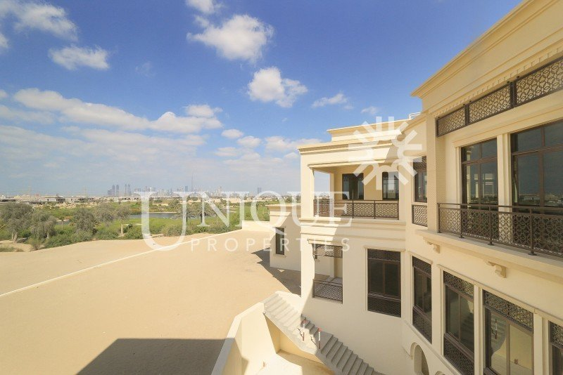 Villa in Dubai, United Arab Emirates 1