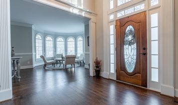 Classic Executive Home In Alpharetta
