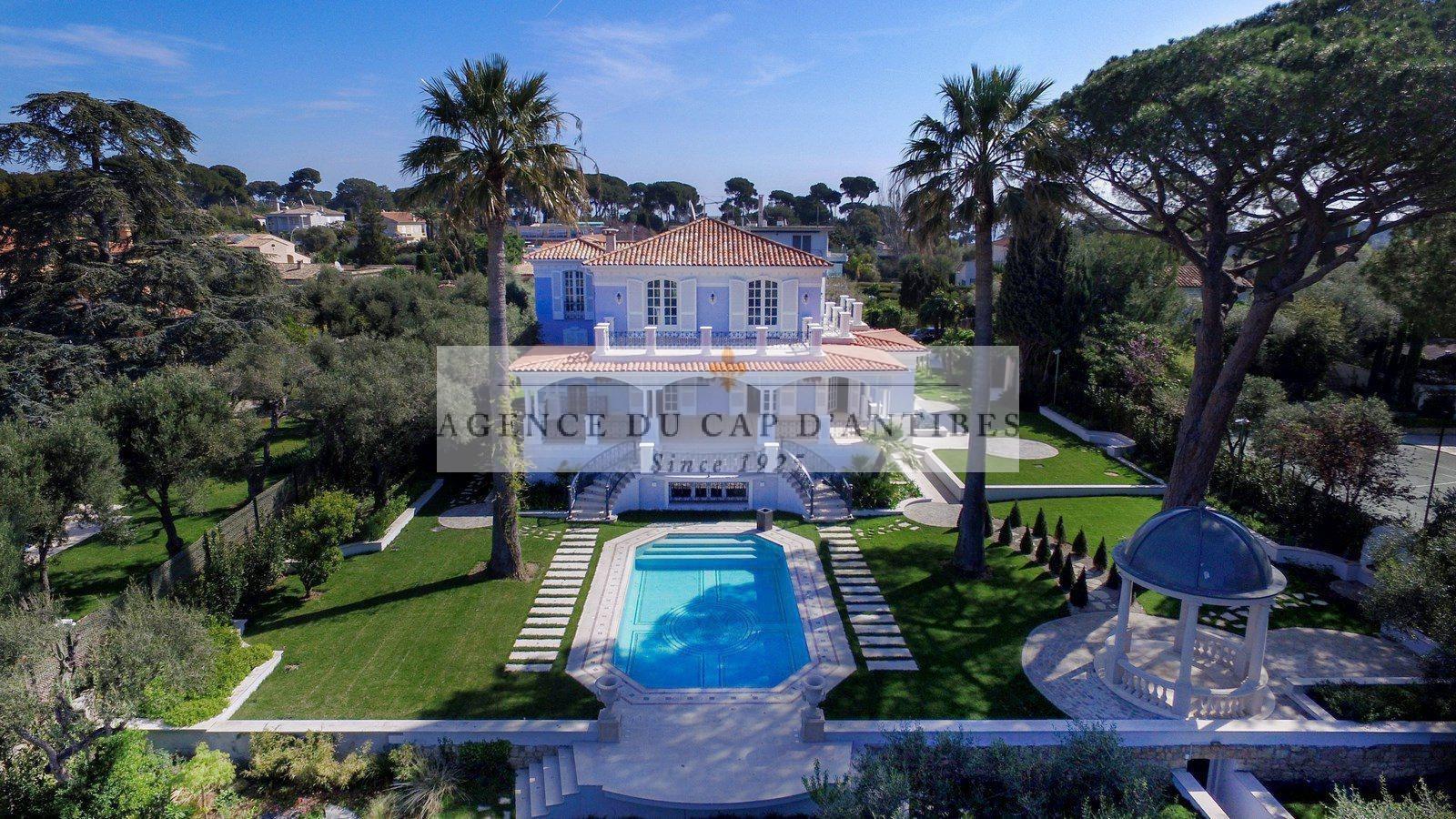 Villa in Antibes, Provence-Alpes-Côte d'Azur, France 1 - 10752677