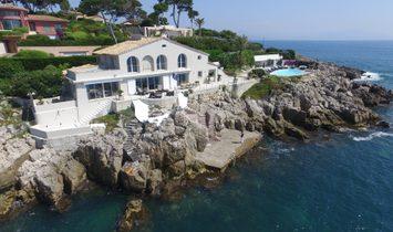Villa in Antibes, Provence-Alpes-Côte d'Azur Region, France