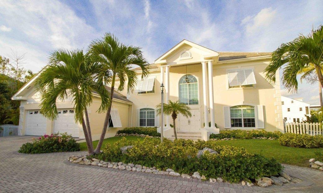 Executive Living in Sandyport - Sand Dollar Island - MLS 39400