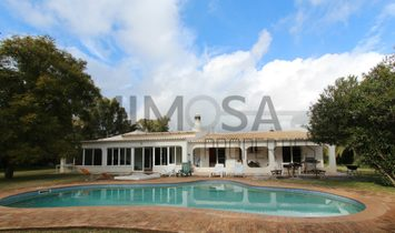 Wonderful 5 bedroom villa with pool situated in Penina Golf Resort