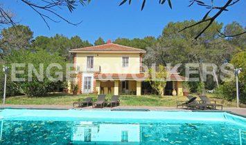 Wonderful Villa with Swimming Pool in the Golf of Garlenda