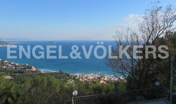 Wonderful Villa Overlooking the Village of Laigueglia