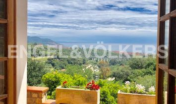 Big Property with Seaview on the Dianese Gulf