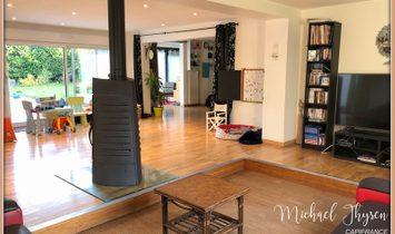 Dpt Nord (59), à vendre VILLENEUVE D'ASCQ maison P7 de 291 m² - Terrain de 803 m² avec piscine couve