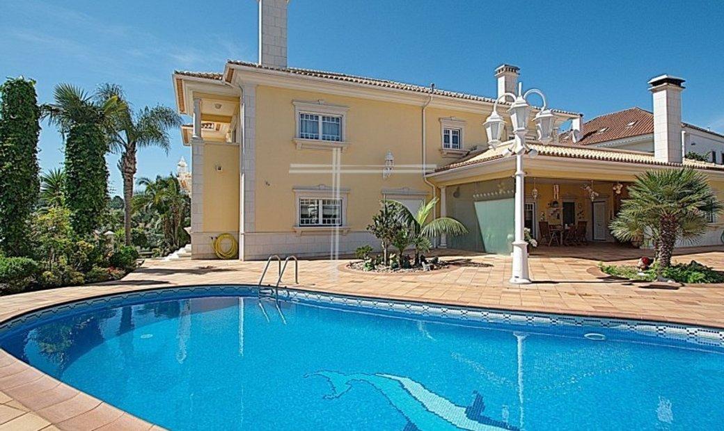 Detached house T5 + 2, swimming pool, garage, plot of 1227m2