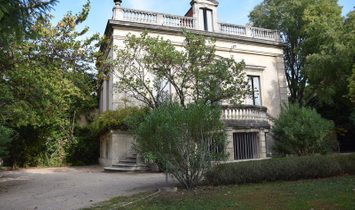 Dpt Vaucluse (84), for sale AVIGNON mansion, renovated bourgeois, P10, pool, land 2450 m²