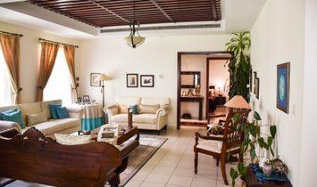 Upgraded 5 Bedroom in Mirador | Single row
