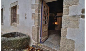 Landivisiau centre, propriété historique rénovée sur 9,5 Ha