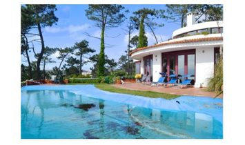 An absolutely unique and luxurious mansion with privileged views over the sea. This mansion has 5 be
