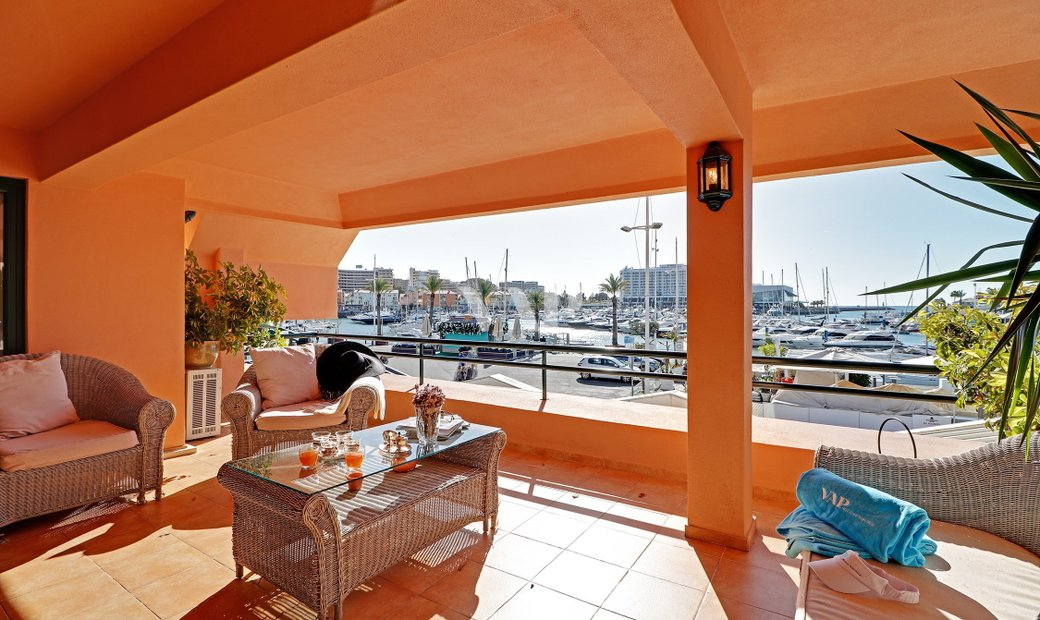 VILAMOURA - Fantastic apartment located in the prestigious Vilamoura Marina with open views.