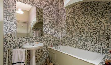 """Dpt Haute Garonne (31), TOULOUSE """"Châlets"""" district - Apartment house of 280 m² - 500 m² of garden"""