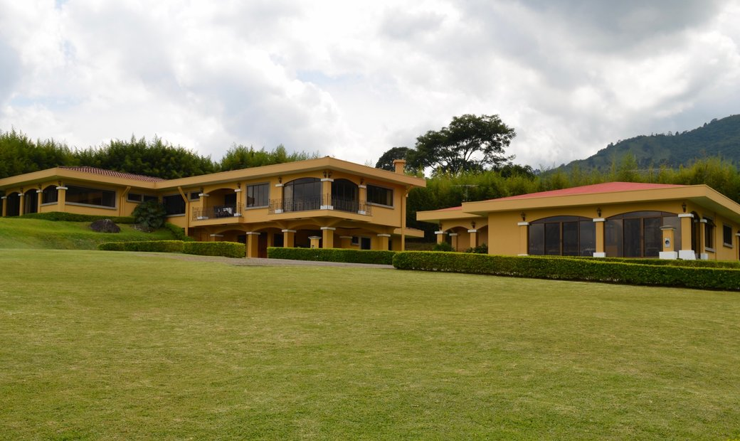 BREATHTAKING VIEWS PROPERTY WITH 2 HOUSES IN SAN RAFAEL ESCAZU