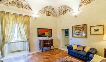 Farmstead with Medieval villa for sale in gthe Marche