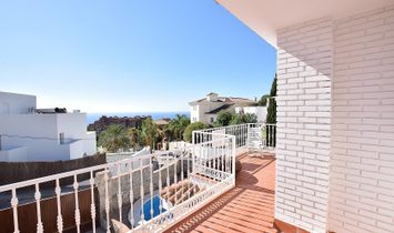 Charming south facing villa with panoramic sea views