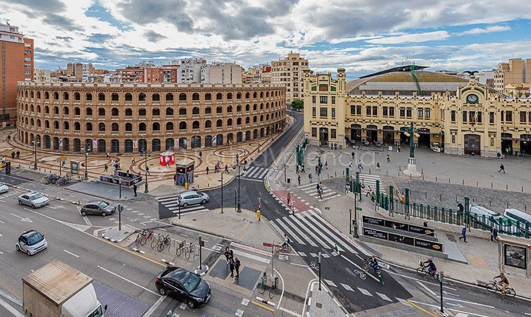 Apartment with 247m2 in excellent location in central Valencia