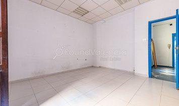 Building for sale in Valencia city