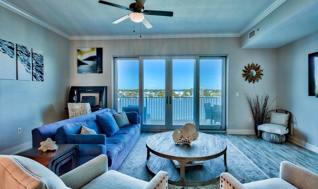 Spacious Harbor Front Condo In Destin With Amenities