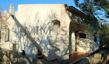 Fabulous cottage for remodeling in Meia Praia