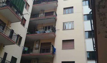 Centro. Corso Garibaldi appartamento di ampia metratura