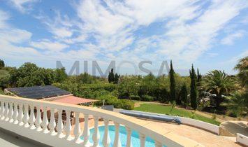 Fabulous three bedroom two storey villa with swimming pool in Meia Praia