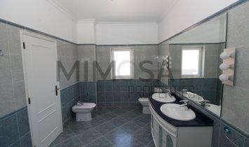 Fantastic four bedroom villa with beautiful salt water pool near Portimão.