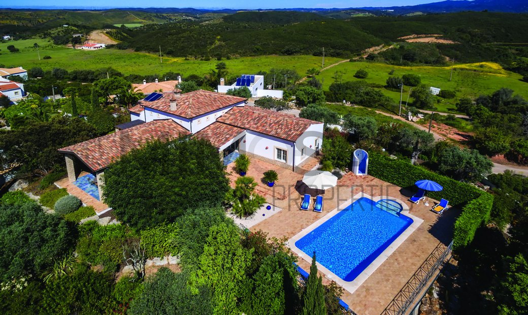 Fabulous two bedroom villa with pool and beautiful garden near Alvor