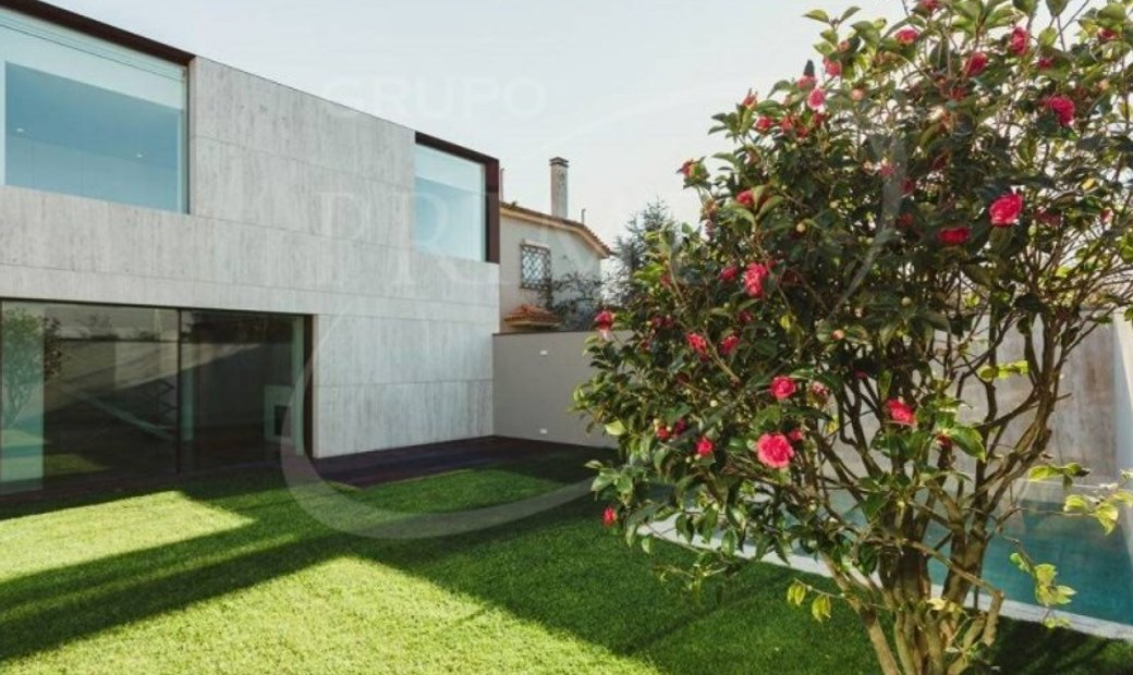 House 5 Bedrooms Triplex For sale Porto
