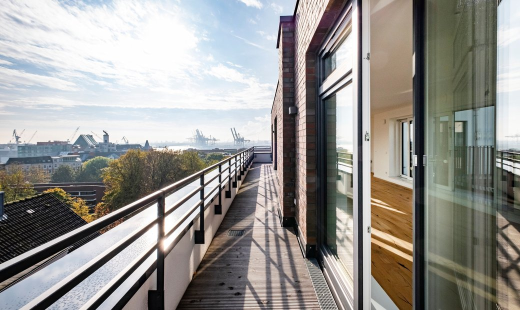 Spectacular Penthouse With Panoramic View Over Hamburg