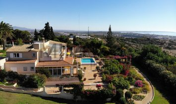 Super four bedroom villa with swimming pool at Falfeira overlooking Lagos and the bay.