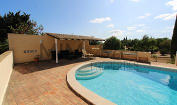 Excellent four bedroom villa with pool close to Alvor