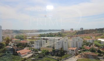 Apartment 4 Bedrooms For sale Porto