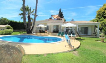 Marvelous four bedroom villa with fabulous swimming pool and garden in Meia Praia