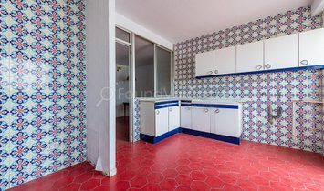 Large 236m2 renovation project in prime area next to Calle Colón