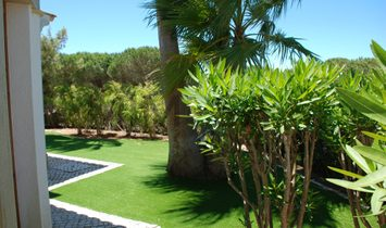 Fantastic three bedroom villa in a resort with swimming pool in Almadena