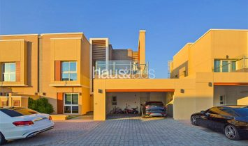 4 Bedrooms | Close to Pool and Park | Exclusive