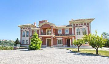 SPECTACULAR, SPACIOUS TOP QUALITY VILLA IN LOS ARQUEROS MARBELLA