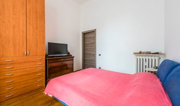 Nice apartment with 40 sqm terrace completely renovated in central historic building.