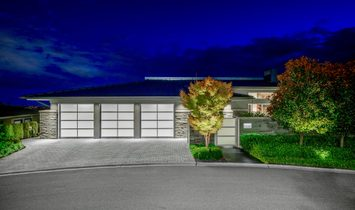 STUNNING CONTEMPORARY RESIDENCE WITH SPECTACULAR PANORAMIC OCEAN & CITY VIEWS!