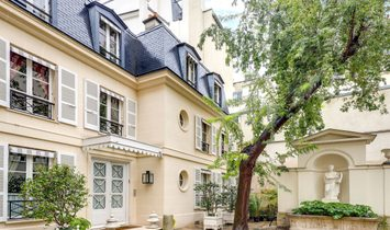 Elegant Townhouse In The Coveted 7th Arrondissement