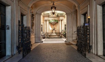 Prestigious Apartment in Piazza Ara Coeli Rome