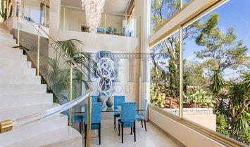 Großzügige Villa mit herrlichem Meerblick