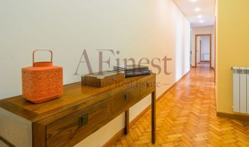 Spacious 3 bedroom apartment, with 132 m2 on Avenida of Brazil, composed by a beautiful room, with t